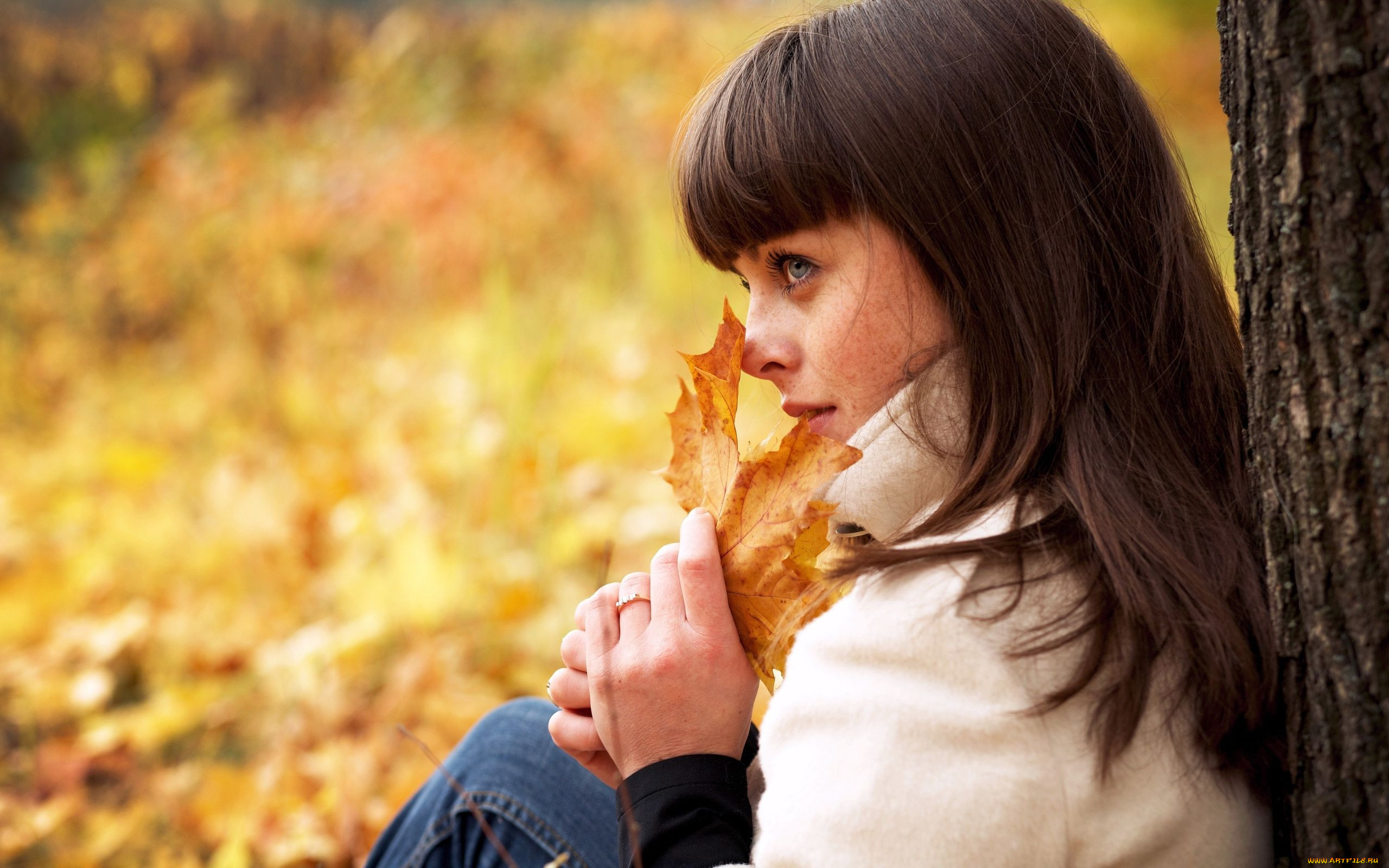 Фото женщин на аву осень